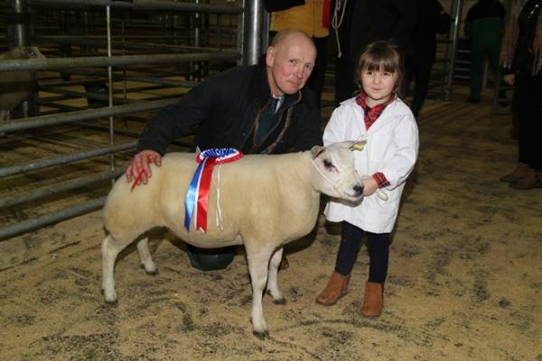 L-R - Richard Haigh, Selby Livestock Auctioneer (Judge), Elsa Norman (Vendor)